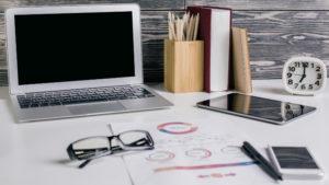 A organização de sua mesa de trabalho pode afetar o seu rendimento profissional